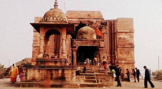भोजेश्वर शिव मंदिर- दुनिया का सबसे बड़ा शिवलिंग ।